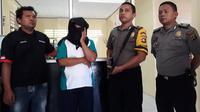 T alias Tam pimpinan sebuah pondok pesantren di Gorontalo harus berurusan dengan polisi lantaran telah mencabuli 13 santrinya sendiri. (Liputan6.com/ Gorontalo)