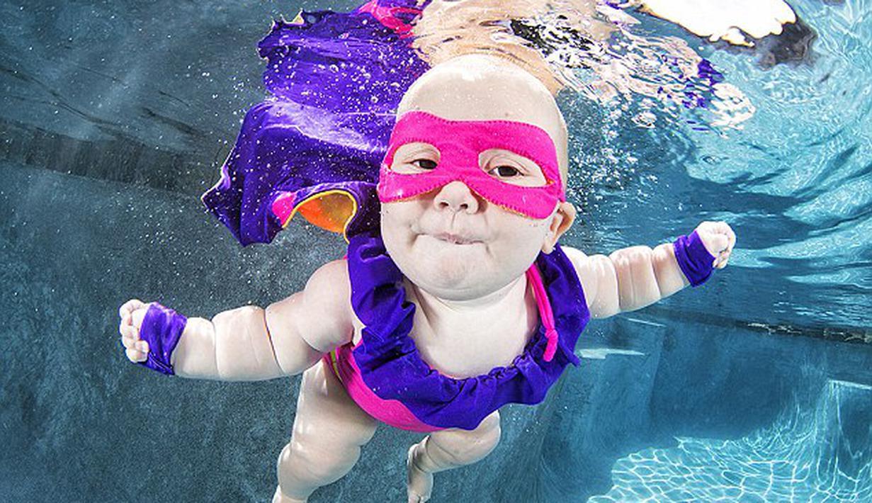 Foto-Foto Bayi Belajar Berenang Ini Terlalu Menggemaskan ...