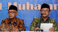 Sekretaris Umum PP Muhammadiyah, Abdul Mu'ti (kanan) membacakan pernyataan sikap PP Muhammadiyah terhadap Pilkada Serentak 15 Februari di Jakarta, Senin (13/2). Ada tujuh butir pernyataan sikap PP Muhammadiyah. (Liputan6.com/Helmi Fithriansyah)