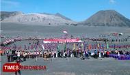 Pelaksanaan upacara peringatan ulang tahun pramuka di lautan pasir bromo. (FOTO: Happy L./TIMES Indonesia)