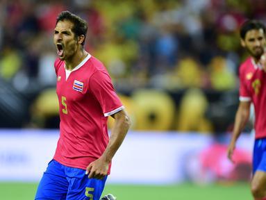 Kosta Rika mengalahkan Kolombia 3-2 dalam laga Grup A Copa America Centenario 2016 di Stadion NRG, Houston, AS, Minggu (12/6/2016). (AFP/Alfredo Estrella)