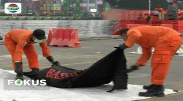 Pada Selasa (6/11), tim Basarnas temukan total 20 kantong jenazah korban Lion Air JT 610.