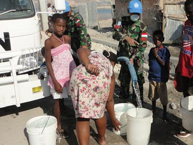 Citizen6, Haiti: Kebutuhan akan air bersih betul-betul menjadi hal utama bagi masyarakat Gonaives. Kondisi daerah yang panas dan tandus menyebabkan sulitnya mendapat sumber air bersih untuk kebutuhan hidup. (Pengirim: Badarudin Bakri)