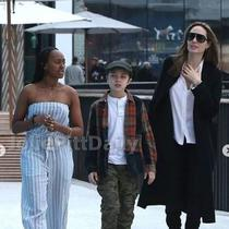 Angelina Jolie jalan di mal bersama dua anaknya, Zahara dan Knox. (dok.Instagram @joliepittdaily/https://www.instagram.com/p/BsmZhPgh26M/Henry