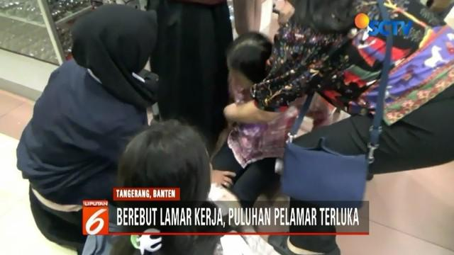 Job Fair yang digelar Pemkot Tangerang diwarnai kericuhan. Puluhan pelamar kerja luka-luka akibat terinjak pelamar lainnya.