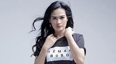 [Bintang] Menolak Tua, Wajah 18 Artis Indonesia Ini Awet Muda