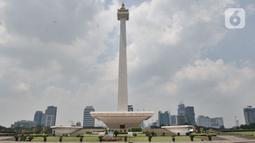 Suasana kawasan Monumen Nasional (Monas) yang ditutup, Jakarta, Minggu (15/3/2020). Gubernur Anies Baswedan menutup tempat wisata di DKI Jakarta seperti Monas, Ragunan, dan museum yang dikelola Pemprov DKI selama dua pekan ke depan guna mencegah penyebaran Covid-19. (merdeka.com/Iqbal S. Nugroho)