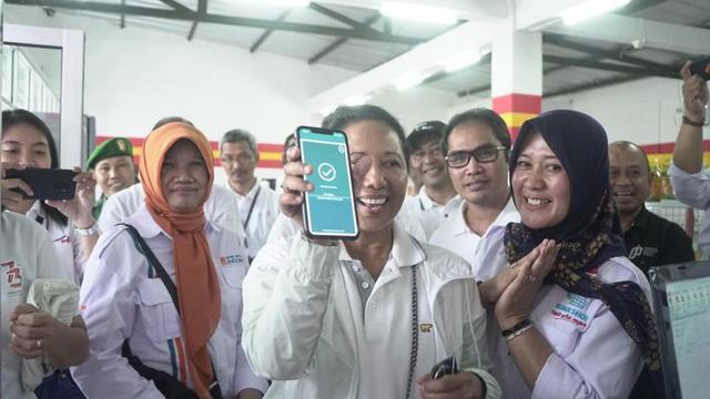 Dorong Ekonomi Desa, Menteri Rini Resmikan BUMN Shop di ...