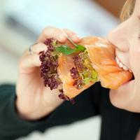 Ada beberapa makanan lezat malah berdampak menurunkan hasrat makan mulai dari daging tanpa lemak hingga salmon.