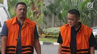 Narapidana kasus suap Bakamla, Fahmi Darmawansyah (kanan) dan Andi Rahmat (kiri) tiba di Gedung KPK, Jakarta, Selasa (7/8). Keduanya diperiksa sebagai saksi untuk tersangka Kalapas Sukamiskin Wahid Husein. (Merdeka.com/Dwi Narwoko)