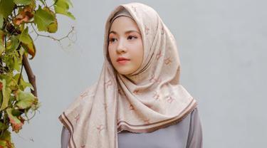 4 Gaya Hijab Ala Natasha Rizki