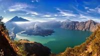 Sifat aliran lahar dari suatu letusan gunung berapi tidak bisa ditebak, sehingga mungkin saja ibukota kerajaan Lombok Purba tertimbun lahar. (Sumber trekkingrinjani.com)