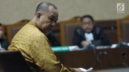 Mantan Kepala BPPN, Syafruddin Arsyad Temenggung saat menjalani sidang pembacaan eksepsi atas dakwaan di Pengadilan Tipikor Jakarta, Senin (21/5). Syafruddin tersangka kasus penerbitan SKL dalam BLBI kepada BDNI. (Liputan6.com/Helmi Fithriansyah)