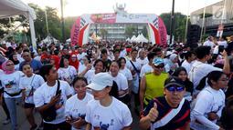 Para peserta Fun Run menyemarakan Asian Games 2018 di Plaza Barat Senayan, Jakarta, Minggu (1/7). Acara Fun Run diikuti 5.000 pelari di Jakarta dan 2.000 orang pelari di Palembang. (Liputan6.com/Johan Tallo)