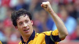 2. Robbie Fowler (Plester) - Legenda Liverpool ini selain handal membobol gawang juga terkenal dengan plester yang menempel di hidungnya. Fowler beralasan bahwa plester tersebut membantu pernapasannya saat bermain. (AFP/Odd Andersen)