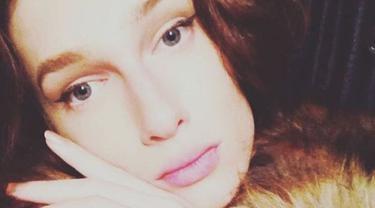 Wanita transgender ini telah menghabiskan uang hampir satu miliar rupiah untuk operasi plastik hingga akhirnya ia menyadari kalau sebenarnya ia jatuh cinta dengan wanita. (Foto: Instagram)