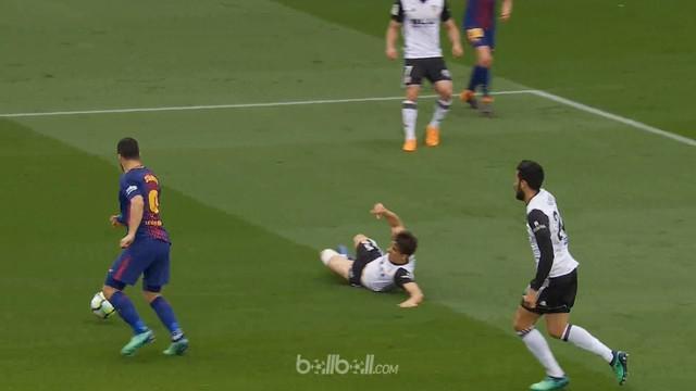Barcelona mengokohkan posisi mereka di puncak klasemen La Liga selepas melibas tim peringkat ketiga, Valencia dengan skor 2-1, Sab...