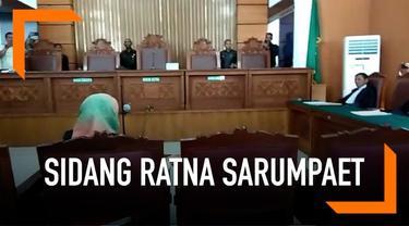 Jaksa membacakan dakwaan kasus penyebaran hoaks Ratna Sarumpaet. Dalam dakwaannya disebut beberapa nama besar seperti Prabowo Subianto, Rocky Gerung, dan Amien Rais.