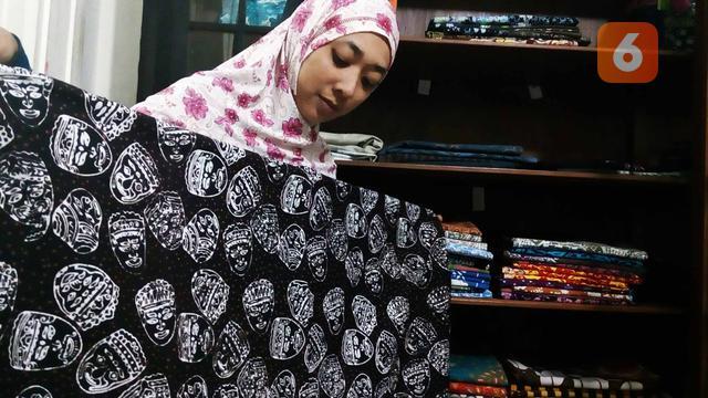 Meniupkan Roh Cerita Panji Lewat Batik Tulis Topeng Malangan