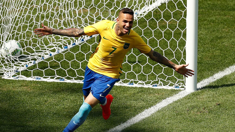 Luan saat tampil bersama timnas Brasil di Olimpiade Rio de Janeiro 2016 (AFP/Odd Andersen)
