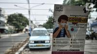 Selebaran info protokol kesehatan COVID-19 terpampang pada kaca belakang angkutan Jak Lingko All New Purwarupa Mikrotrans, Jakarta, Minggu (6/9/2020). All New Purwarupa mampu mengangkut hingga 15 penumpang, namun selama pandemi dibatasi 50 persen atau maksimal 7 orang. (merdeka.com/Iqbal S. Nugroho)