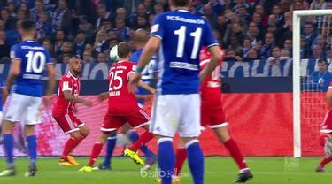 Berita video Arturo Vidal masuk dalam daftar pencetak gol indah pada pekan ke-5 Bundesliga 2017-2018. This video presented by Ballball.