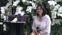 Novelis muda Indonesia, Natasha Sondakh, dalam peluncuran buku She Smells of Turmeric. (Liputan6.com/Dinny Mutiah)