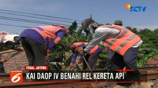 Rel bergelombang dan tidak simetris, PT KAI Daops IV Semarang langsung menerjunkan teknisi untuk memperbaiki rel.