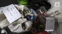 Penampakan sampah anorganik yang disetorkan oleh warga di drop point rekosistem yang berada di Stasiun MRT Blok M, Jakarta, Jumat (5/3/2021). Warga yang menyetorkan sampah akan mendapatkan poin dalam aplikasi rekosistem. (Liputan6.com/Johan Tallo)