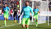Striker Inter Milan, Gabriel Barbosa, merayakan gol yang dicetaknya ke gawang Bologna pada laga Serie A di Stadion Dall'Ara, Bologna, Minggu (19/2/2017). (EPA/Giorgio Benvenuti)