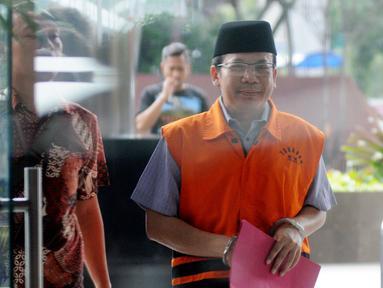 Wakil Ketua DPR Bidang Keuangan nonaktif Taufik Kurniawan (kanan) tiba di Gedung KPK, Jakarta, Selasa (5/3). Taufik diperiksa sebagai tersangka kasus dugaan suap Rp 3,6 miliar dalam pengurusan DAK Kebumem TA 2016. (merdeka.com/Dwi Narwoko)