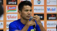 Bek Persib Bandung, Achmad Jufriyanto seusai laga Persib kontra Madura United, Minggu (23/6/2019) di Stadion Si Jalak Harupat, Soreang. (Bola.com/Erwin Snaz)