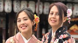 Gadis yang bernama lengkap Adhisty Zara Sundari Kusumawardhani ini tampak cantik dan menawan dengan busana tradisional Jepang, Kimono. (Liputan6.com/IG/@iamopay)