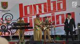 Sejumlah Aparatur Sipil Negara (ASN) mengikuti lomba bernyanyi dengan lipsync di  Halaman Balai Kota Semarang, Senin ( 22/4). Acara yang diikuti oleh sepuluh kelompok dari gabungan ASN yang bekerja di Pemkot Semarang ini turut menyemarakkan HUT Kota Semarang ke-472.  (Liputan6.com/Gholib)