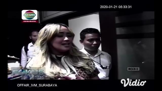 Polda Jawa Timur memeriksa penyanyi Pinkan Mambo terkait kasus investasi bodong MeMiles, yang dijalankan PT Kam and Kam, Senin (20/1/2020). Ia diperiksa dan dimintai keterangan sebagai saksi.