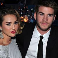 Miley Cyrus dan Liam Hemsworth akhirnya menikah pada 23 Desember 2018. (getty images/Elle)
