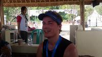 Pria asal Belanda, Maarten Vrouenraets, masih penasaran dan bertekad mengikuti Rhino X Triathlon di Festival Tanjung Lesung edisi tahun depan. (Bola.com/Zulfirdaus Harahap)