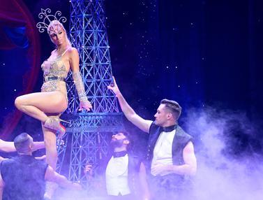 Pakai Bodysuit, Paris Hilton Tampil Seksi di NYFW