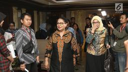 Menteri Pemberdayaan Perempuan dan Perlindungan Anak (PPPA) Yohana Yembise tiba di Gedung MK, Jakarta, Rabu (26/12). Menteri Yohana mengapresiasi putusan MK atas Judicial Review batas minimal usia perkawinan untuk prempuan. (Liputan6.com/Herman Zakharia)