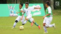 Anak-anak terpilih bertanding pada MILO Football Championship 2019 di Ciputat, Tangerang Selatan, Sabtu (27/4/2019). Sebanyak 16 pemain terbaik dibagi menjadi dua tim yaitu Tim Kurniawan dan Tim Ponaryo yang akan dinilai mewakili Indonesia di MILO Champions Cup di Barcelona. (Liputan6.com/HO/Rizky)