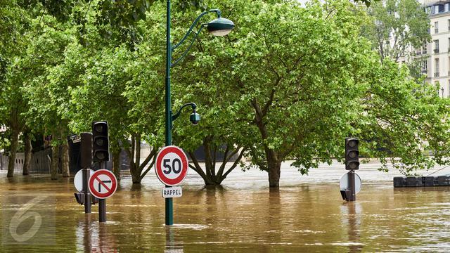 Banjir Meluas, 60 Ribu Warga Terdampak dan Ratusan Sekolah Terendam di Bandung