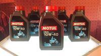 Moto 4T 10W-40 untuk motor 4-Tak menjadi produk pelumas Motul dengan harga paling terjangkau. (Septian / Liputan6.com)