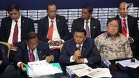 Menko Polhukam Wiranto bersama sejumlah menteri memberi keterangan pers RAPBN 2019 di Media Center Asian Games, JCC Jakarta, Kamis (16/8). Sumber Daya Manusia (SDM) merupakan perhatian utama pada 2019. (Liputan6.com/Fery Pradolo)
