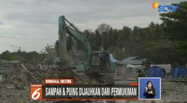 Ratusan bangunan di kawasan itu hancur dan nyaris rata dengan tanah usai gempa yang menggoncang dan terjangan tsunami akhir September lalu.