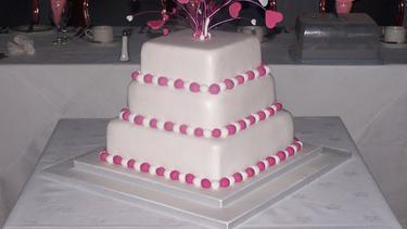 Beragam Ide Kue Pernikahan Berbentuk Kotak Yang Anggun