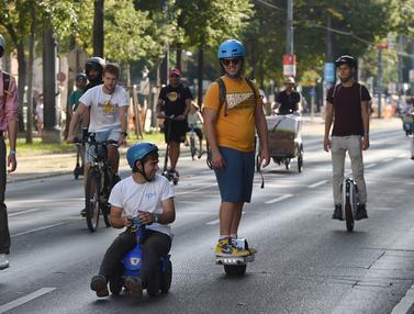 FOTO: Ratusan Kendaraan Listrik Ikuti Parade di Austria