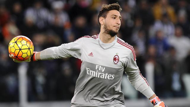 Video aksi penyelamatan terbaik yang dilakukan oleh Gianluigi Donnarumma, kiper AC Milan berusia 16 tahun. Ia memiliki statistik melakukan penyelamatan dengan rataan 2,8 tiap laga.