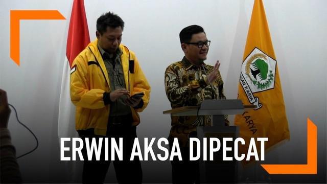 DPP Partai Golkar memberhentikan Erwin Aksa dari jabatannya sebagai Ketua Bidang Koperasi dan UKM di partai berlambang pohon beringin itu.