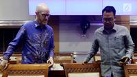 Kepala Kebijakan Publik Facebook Indonesia, Ruben Hattari bersama Vice President of Public Policy Facebook Asia Pasific.  Simon Milner menghadiri Rapat Dengar Pendapat dengan Komisi I DPR di Senayan, Jakarta, Selasa (17/4). (Liputan6.com/Johan Tallo)
