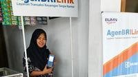 Koni Aturrohmah, seorang ibu rumah tangga berusia 31 tahun bergabung sebagai Agen BRILink.